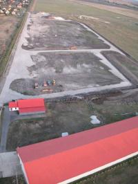 Kaba eladó ipari telek 9000m2 2400m2-es betonpadlós raktárépülettel ingatlan hirdetéshez feltöltött kép