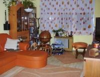 Egerben csendes környéken, belvárosi 65m2-es, 3 szobás, fiatalosan felújított, gázkonvektoros ingatlan hirdetéshez feltöltött kép